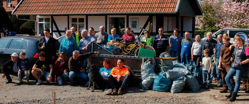 Deichreinigung der WG, gemeinsam mit dem Hüder-Dorfverein und dem Heimat- und Verschönerungsverein Lembruch